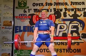 Ja rauta ylhäällä! MM-kulta varmistui... Tai hetki Etelä-Afrikkalainen lastasi vielä viimeiseen 205kg jolla olisi voittanut, mutta EI tullut!